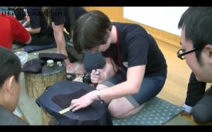 海外の剣士のスジ引き体験
