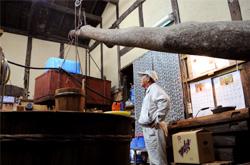 福岡醤油店HPより、梃子による絞りの過程